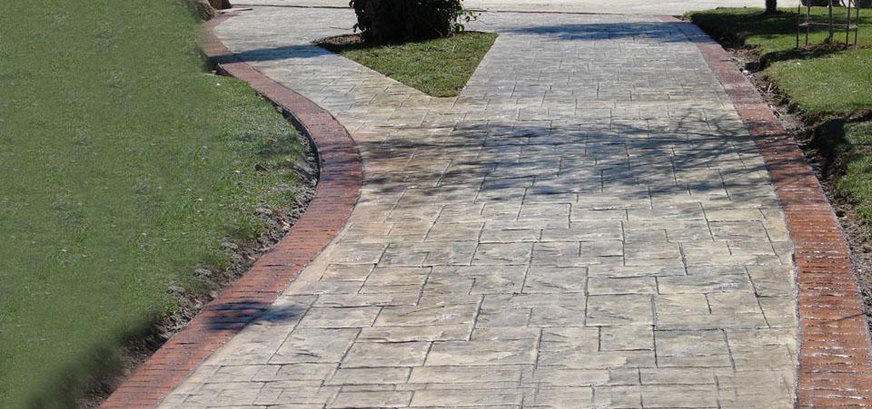 Ideal para utilizarse en superficies horizontales de concreto como plazas, calles, parques de diversión, estacionamientos, patios, etc.