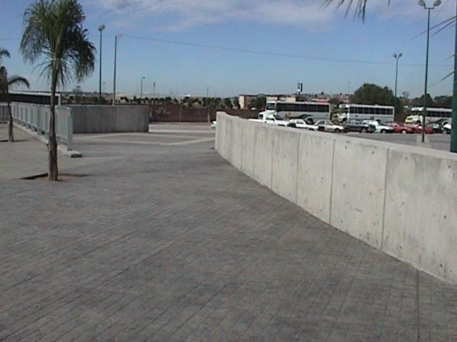 Línea de productos que mejoran las características del concreto y facilitan la construcción...