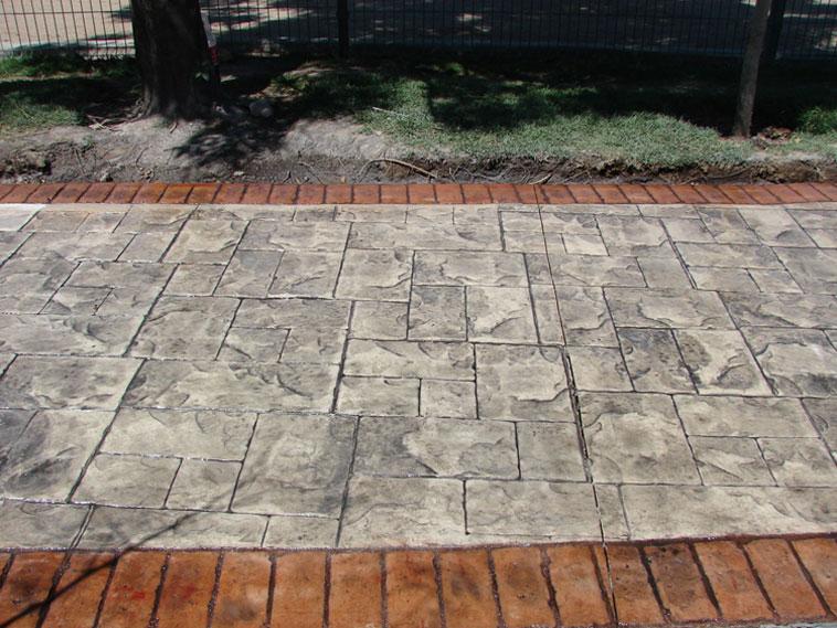 <p>Molde en concreto Stone Ashler y Rustic Brick Border<br />Color: Marfil y canela<br />Desmoldante: Negro<br />Ejecución: Ing. Carlos Perea <br />León, Gto.</p>