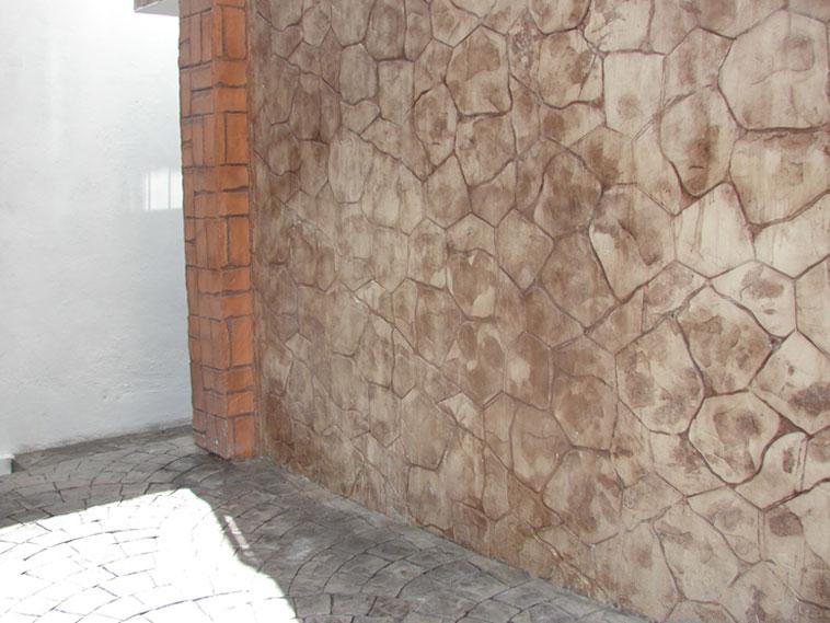 <p>Molde en concreto Verona Fan y molde en muro Patio Stone y Rustic Brick Basket Weave<br />Color: Silver, Marfil y Terracota<br />Desmoldante: Negro<br />Ejecución: Acabados y Materiales Loma Bonita<br />León, Gto.</p>