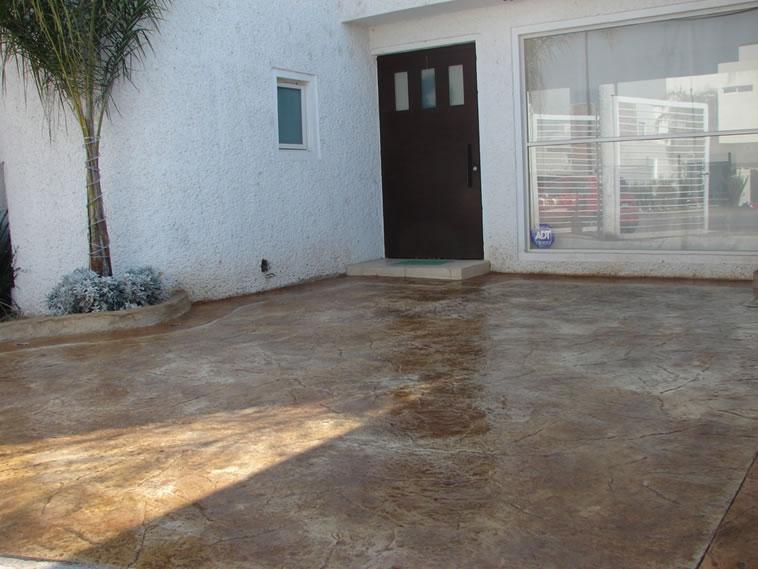 Grupo crea los mejores productos en concretos entintados for Pisos para cocheras y patios